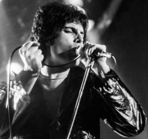 freddie_mercury_performing_in_new_haven_ct_november_1977